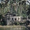 Collectie NMvWereldculturen, TM-20026020, Dia- 'Sumatra, tussen Kotanopan en Bukittinggi, een Mesdjid', fotograaf Boy Lawson, 1971.jpg