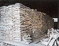 Collectie NMvWereldculturen, TM-60042235, Foto- Zakjes tinerts opgestapeld, 1940-1950.jpg