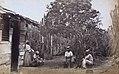 Collectie Nationaal Museum van Wereldculturen TM-60061665 Mannen en vrouwen op het erf voor een woning, omgeven door cactussen Jamaica.jpg