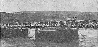 Flămânda Offensive - Image: Convoi de trasuri din Div. 10 a trecand Dunarea la Flamanda