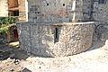 Crypte de l'abbaye de Mozac vue de l'extérieur.JPG