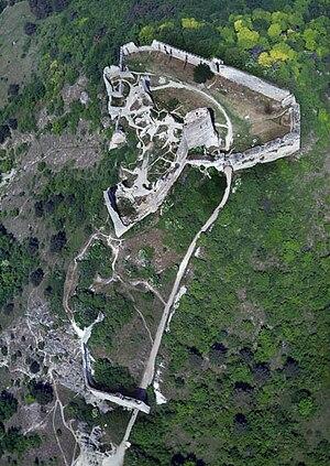 Čachtice Castle - Image: Csejtecivertanlegi 3