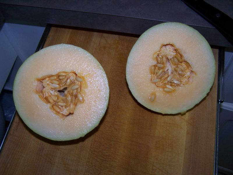 File:Cut melon.jpg