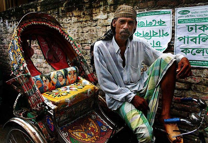 Fichier:Cycle rickshaw wallah in Dhaka.jpg