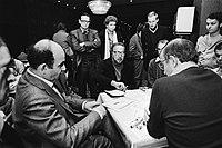 De 16 voudige Wereldkampioen Belladonna in zijn partij tegen de Polen Frenkiel (, Bestanddeelnr 930-5577.jpg