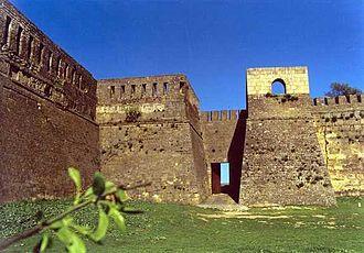 Talus (fortification) - Image: Derbent summer