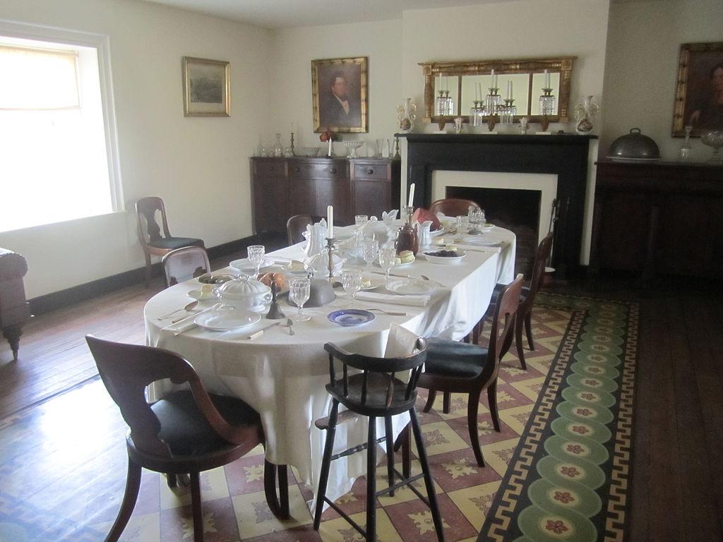 FileDining room in McLean House Appomattox IMG 4142JPG  : 1024px DiningroominMcLeanHouse2CAppomattoxIMG4142 from commons.wikimedia.org size 1024 x 768 jpeg 108kB