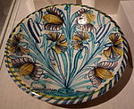 Dish with tulips, London, England, 1670-1690, tin-glazed earthenware - Winterthur Museum - DSC01346.JPG