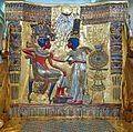 Dossier du trône (tombe de Toutânkhamon musée du Caire) (1815600152).jpg