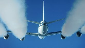 Fuel economy in aircraft - Fuel burning in the engines produces water vapor which condenses in contrails behind a Douglas DC-8.