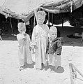 Drie bedoeïenenkinderen bij een tent, Bestanddeelnr 255-3405.jpg