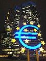 ECB bei Nacht - panoramio.jpg