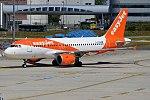 EasyJet, G-EZDM, Airbus A319-111 (16900136497) (2).jpg