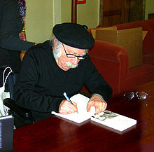 Hilsenrath signing books at his 80th birthday celebration (Berlin 2006)