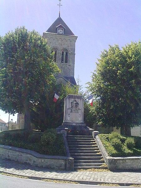Église de Fresne-lès-Reims (51) et monument aux morts.