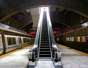 Escalator at Glen Park station, September 2015.jpg
