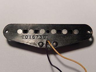 Fender Lead Series - Image: Fender X1 single coil plastic bobbin pickup