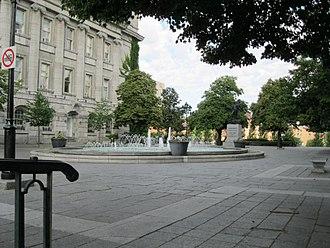 Vauquelin Square - Image: Fontaine Place Vauquelin 02