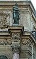 Fontaine Saint-Michel (Paris), amortissement de la colonne de droite.jpg