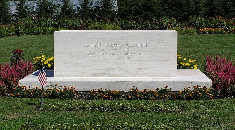 Franklin Delano Roosevelt Gravesite August 21, 2012.jpg