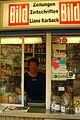 Freistehender Kiosk Liane Korbach am Herrenhäuser Markt Hannover Herrenhausen Portrait der Betreiberin.jpg
