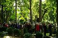 Gäste in großer Zahl anläßlich der Präsentation der restaurierten Grabstätte von Oberhofmarschall Ernst Baron von Malortie auf dem Herrenhäuser Friedhof.jpg