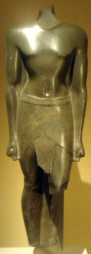 Shendyt - Statue of General Tjahapimu from the 30th Dynasty of Egypt (c. 365-343 B.C.E.), wearing a non-royal shendyt.