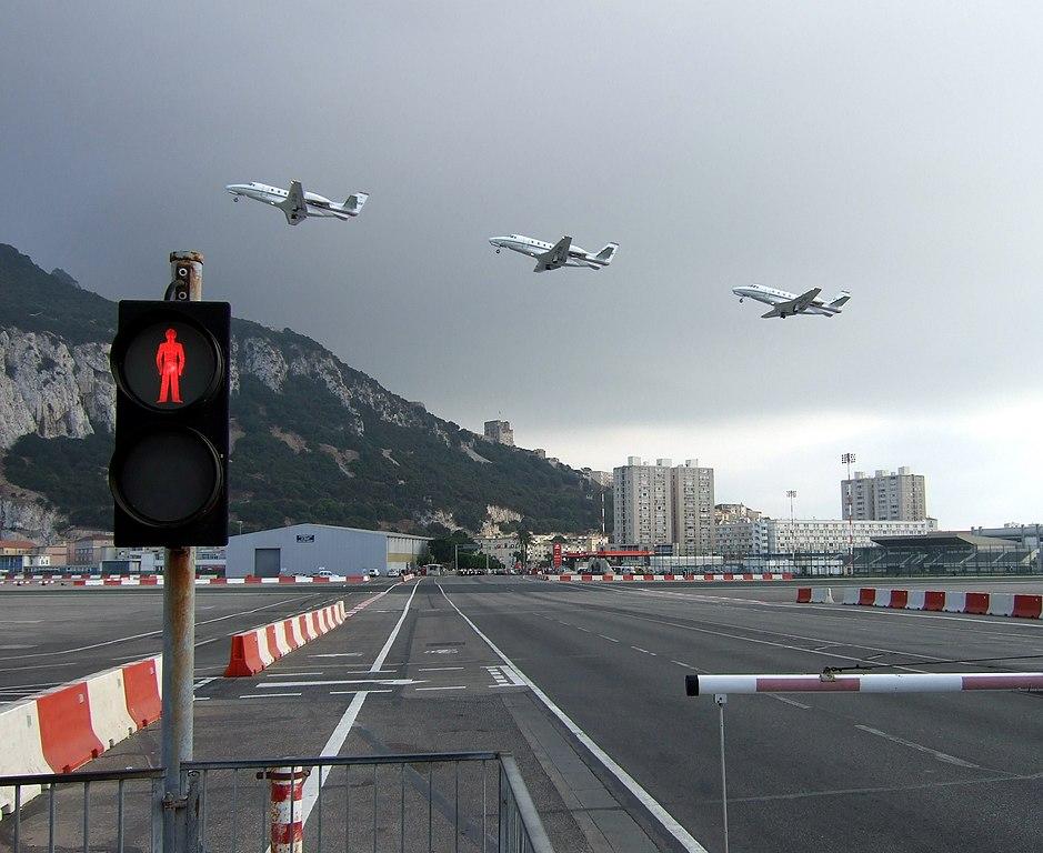 najnebezpečnejšie letiská - Gibraltar, runway