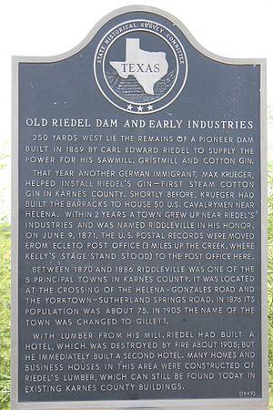 Gillett, Texas - Texas historic marker for Old Riedel Dam in Gillett, Texas