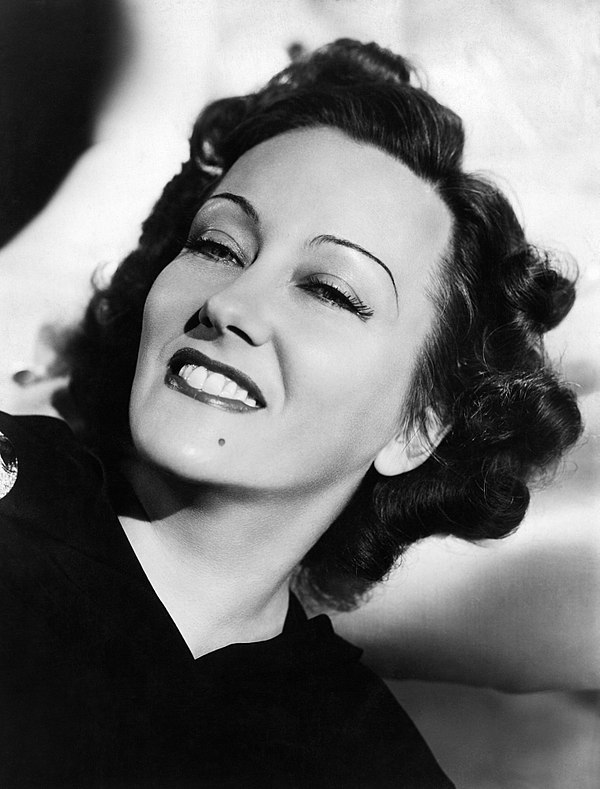 Photo Gloria Swanson via Wikidata