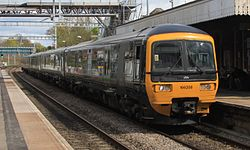 Goring and Streatley - GWR 166208+165135 London service.JPG