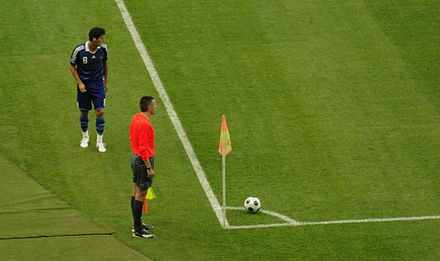 Gourcuff (8), preparing to take a corner kick for France. Gourcuff coup de pied de coin.jpg
