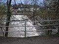 Grüner-Wehr und Mühle vom Lindenallee-Ufer auf Trojedamm Marburg Weidenhausen 2018-04-14.jpg