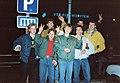 Grenzöffnungsfeier in Boizenburg hinten v li die Winsener Oleg, Roland, Andree Werder und Rüdiger mit vorne stehend drei Boizenburgern am 23.12.1989 zur Feier der Aufhebung Visapflicht DDR (2).jpg