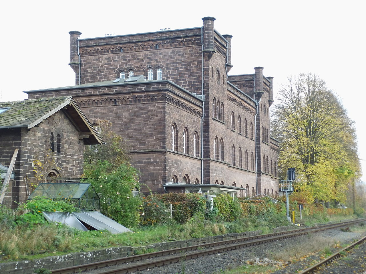 File:Höxter, Alter Bahnhof, Blick Weserseite.jpg