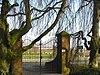 foto van Algemene Begraafplaats: vaste brug met toegangshek