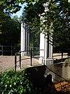 foto van Hek van Saxenburg. Hardstenen pijlers en hekken