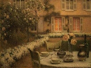 De tafel in de witte tuin in Gerberoy (Picardië)