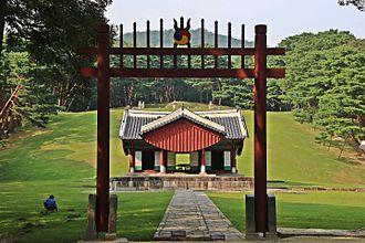 Hongsalmun - Image: Hongsalmun(홍살문) of Illeung Royal Tomb (인능)