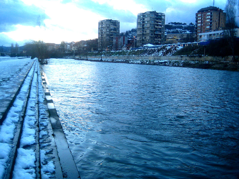 Датотека:Ibar River in Mitrovica.jpg