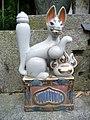 Inari fox statues, Fushimi Inari-taisha 04.jpg