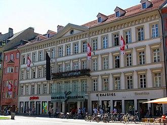 Innsbruck Town Hall - Image: Innsbruck neues Rathaus