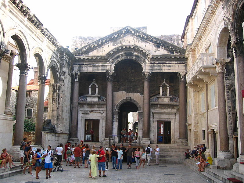 File Interior Of Diocletian U0026 39 S Palace  Split  Croatia Jpg