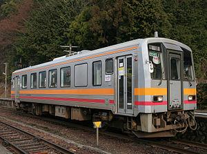 KiHa 120 - Okayama-based KiHa 120-300 on the Inbi Line, April 2009