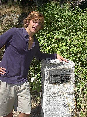 Dionisio Alcalá Galiano - Image: Jaime Alcalá Galiano, descendiente directo de Dionisio Alcalá Galiano, en el monumento Galiano en Parque Montague