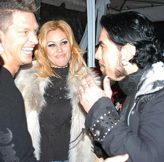 Dave Navarro - Navarro alongside Jay Grdina and Shanna Moakler at the Playboy Mansion in 2006.