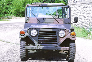 M151 ¼-ton 4×4 utility truck - Front has grille with horizontal slats