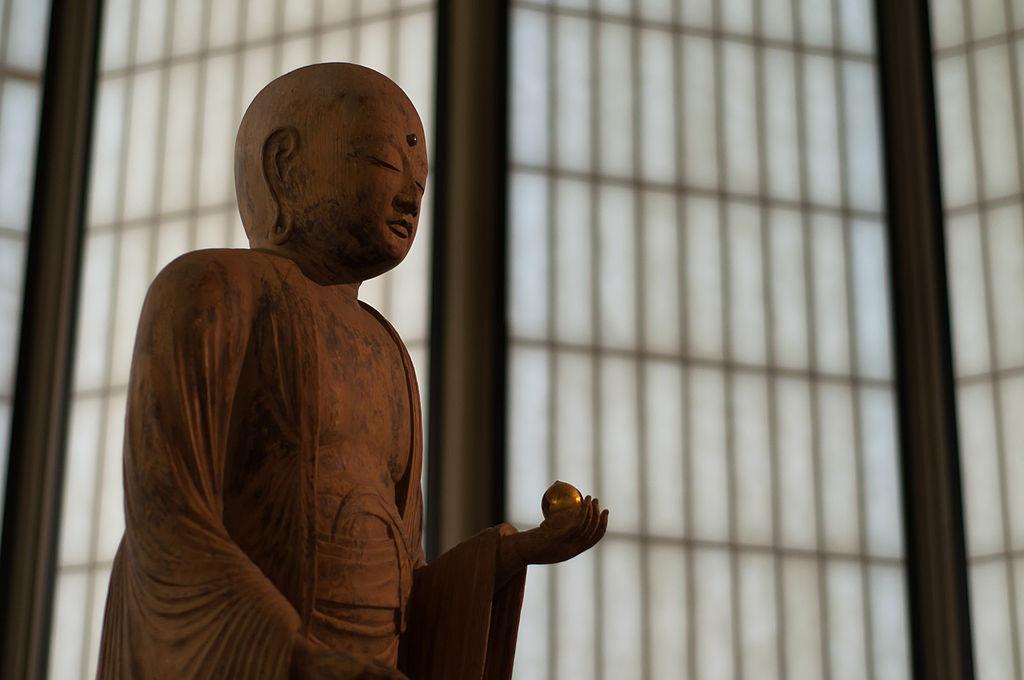 Statue de Ksitigarbha au pavillon japonais du LACMA. Photo de Insapphowetrust.