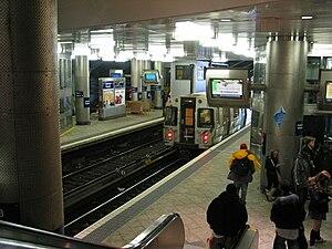 Journal Square Transportation Center - Cross-platform transfer between JSQ-33rd trains and NWK-WTC trains