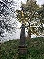 Kříž severně od Vrčně u rozcestí.jpg